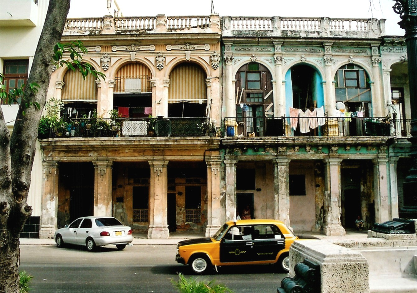 Housing Havana 6