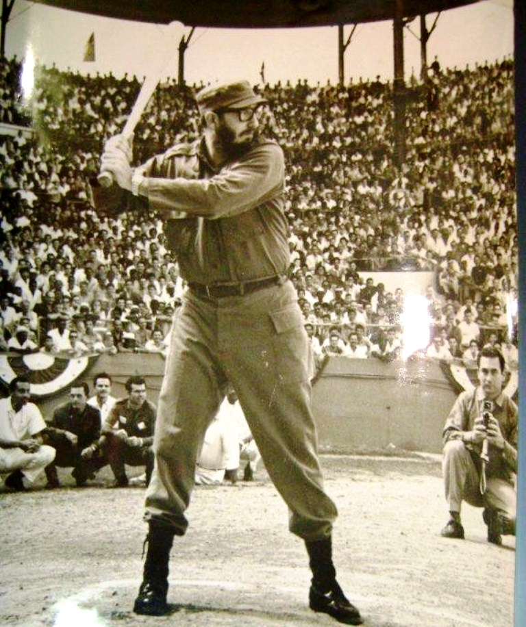 Fidel-Castro-playing-baseball