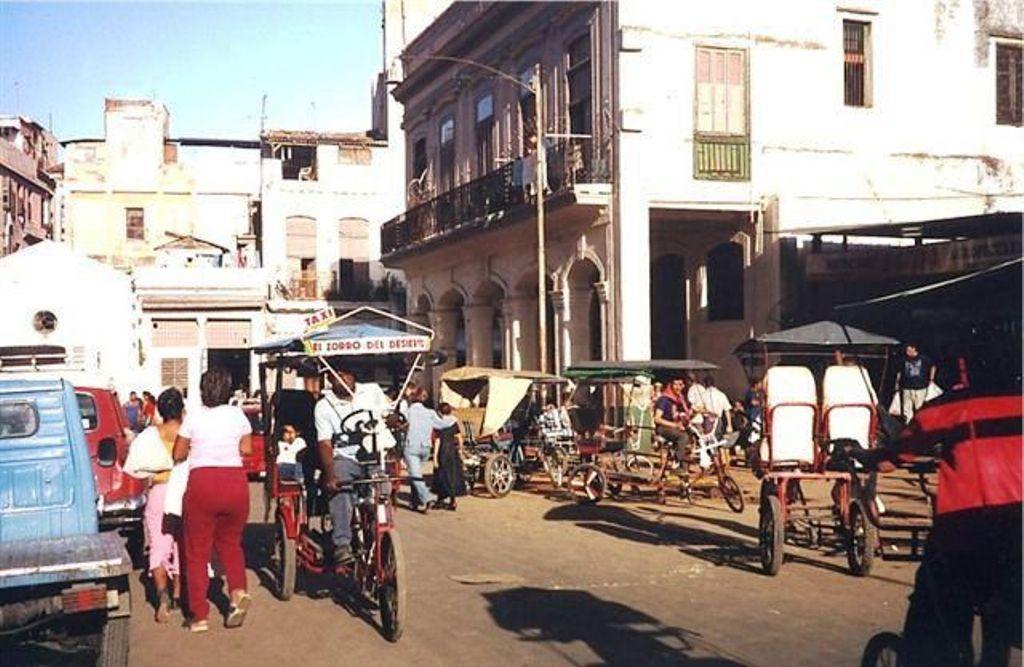 Cuba-taxiing