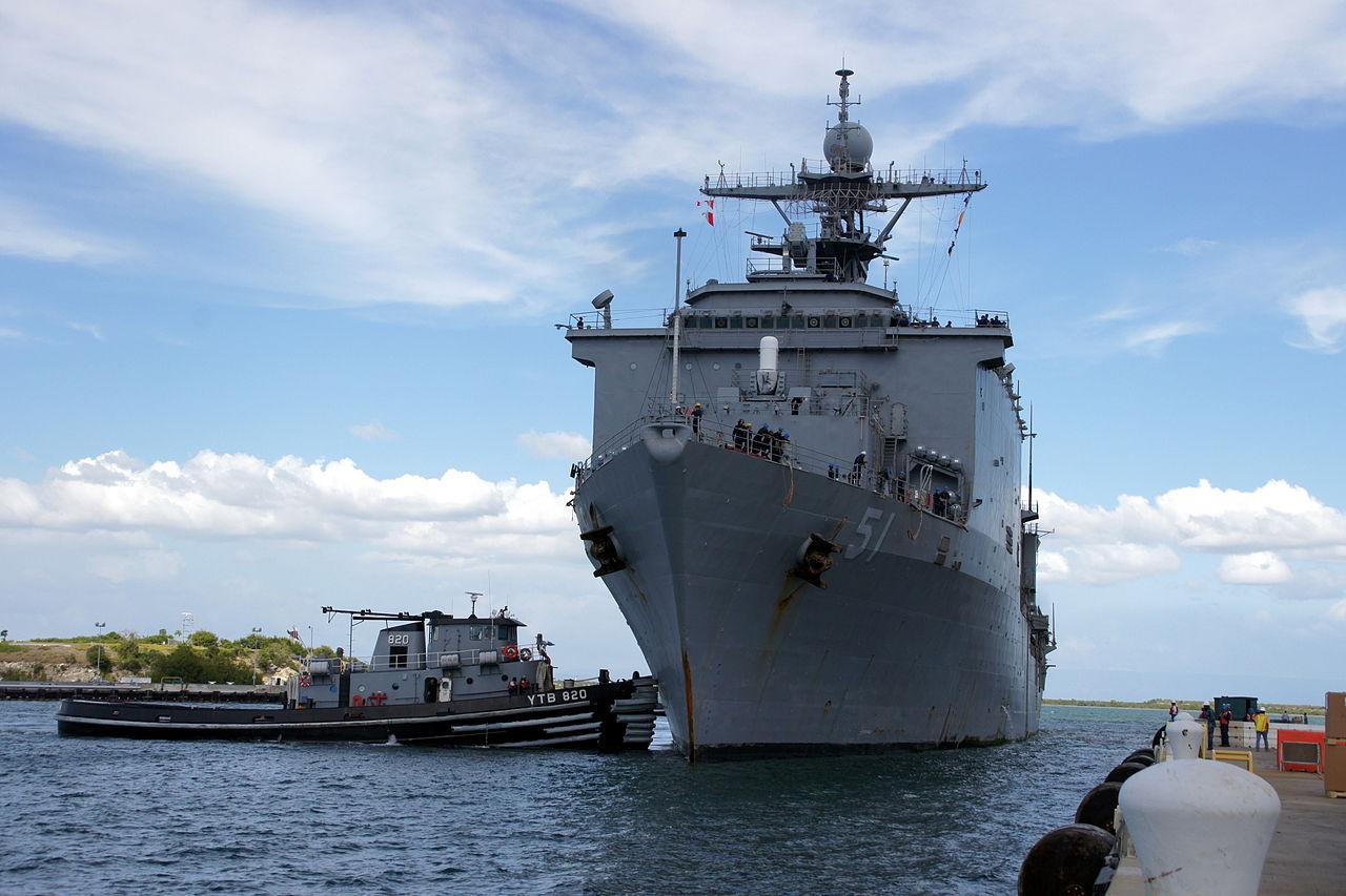 1280px-US_Navy_111213-N-IQ128-009_USS_Oak_Hill_arrives_at_Naval_Station_Guantanamo_Bay,_Cuba