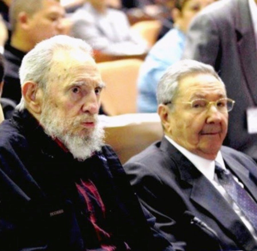 Fidel-and-raul-Castro- as múmias do Caribe
