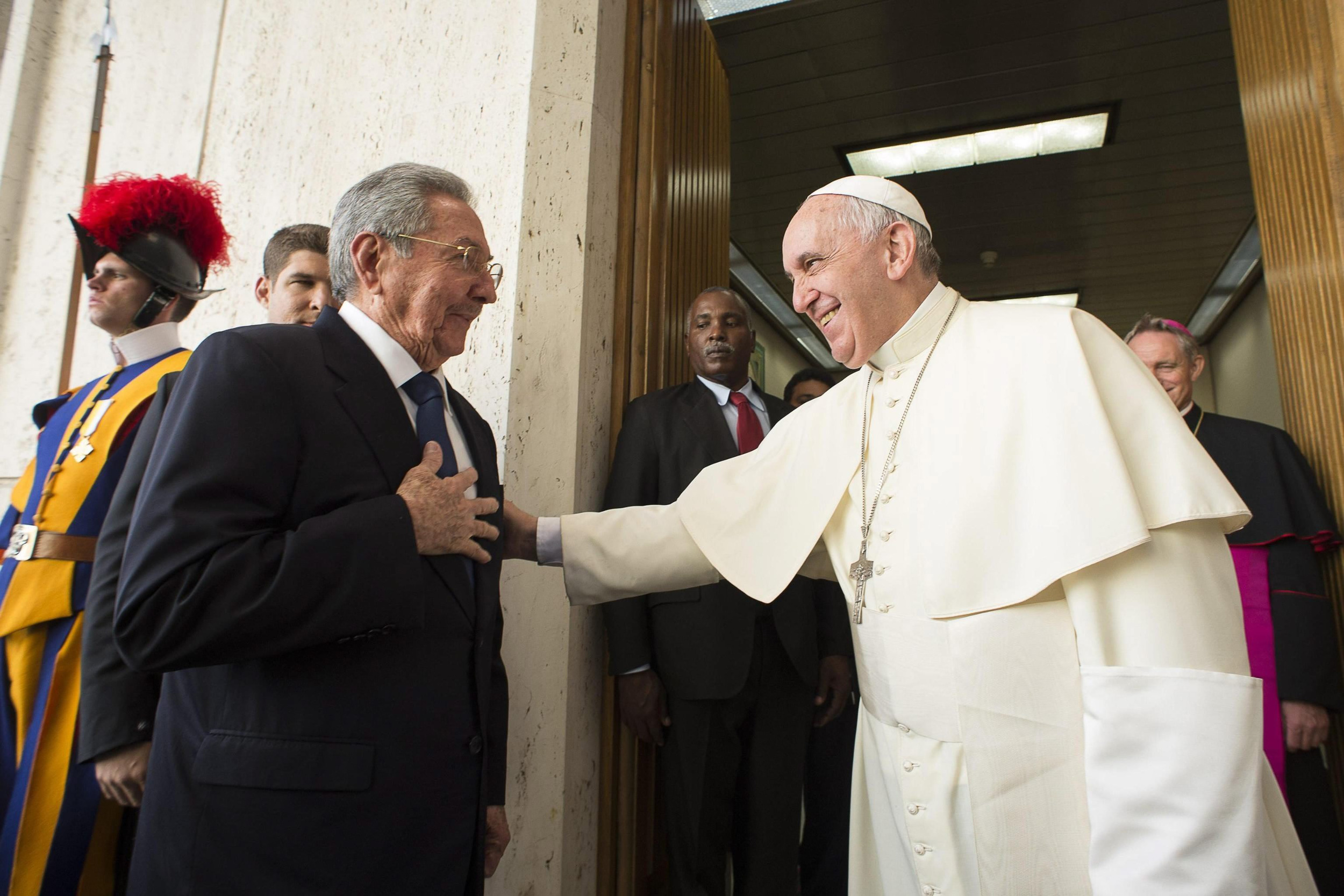 Image: Pope Francis meets Cuban President Raul Castro at the Vatican
