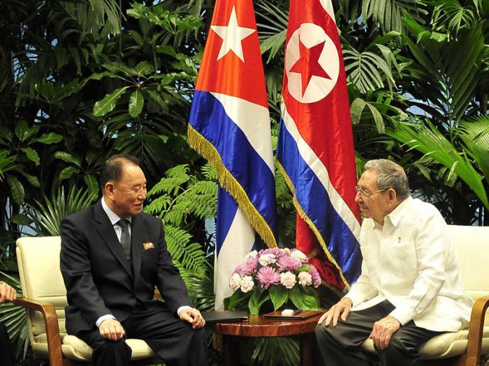 z Raul_Castro_y_Kim_Yong_Chol_Korea_Norte_f_Estudio_Revolucion